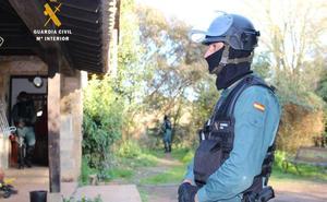 Cae una banda de narcos liderada por un vecino de Castro que compraba speed con marihuana
