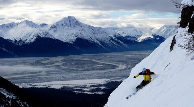 El cántabro que recorre el mundo sobre esquís