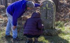 Lápidas levantadas en el monte de Santa Juliana en recuerdo de Dominga y Mari Nieves Fernández
