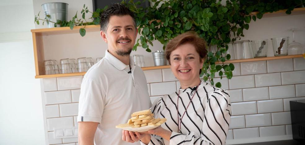 Cocinamos galletas escocesas con el profesor de inglés Paul Brown