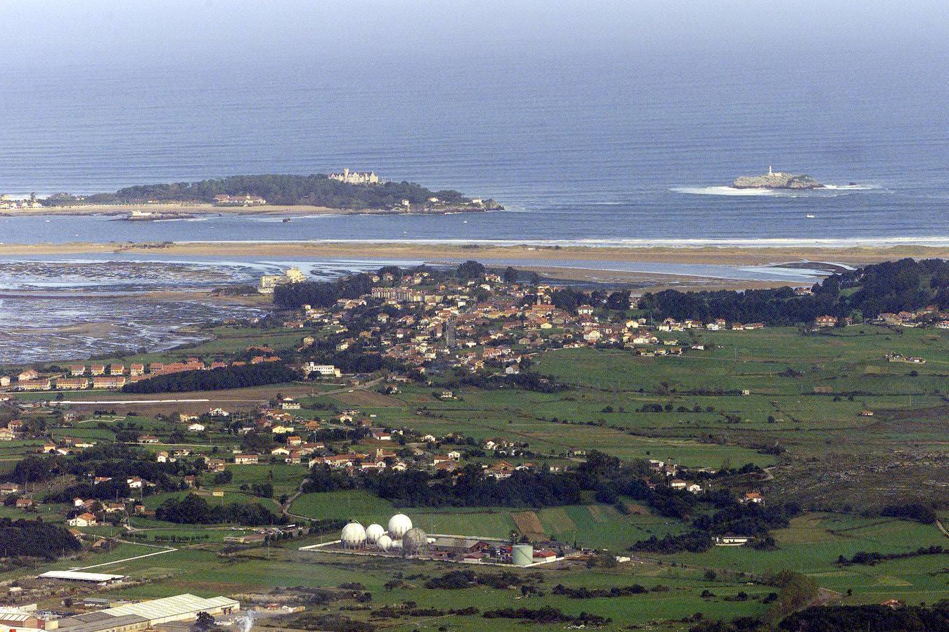 La mancha de fuel del buque hundido frente a Francia se acerca a la costa cántabra