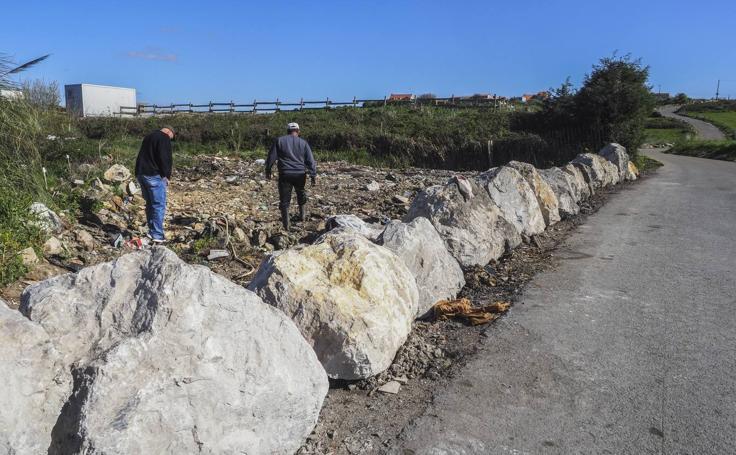 Colocan grandes piedras disuasorias en vertederos incontrolados