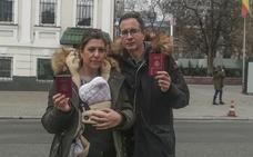 Una pareja cántabra, atrapada en Kiev con su bebé por gestación subrogada