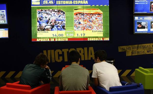 «Explico a los estudiantes que el juego online me llevó a la ruina económica y familiar»