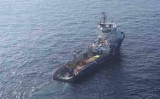 La mancha de fuel sigue a 90 millas en un «lento avance» hacia la costa asturiana