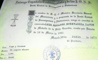 El delegado del Gobierno denuncia la difusión de carnés falsos para relacionarle con Falange