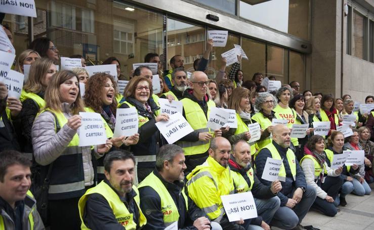 Los trabajadores del SUAP se cioncentran ante Sanidad