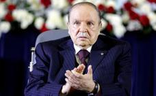 Buteflika dimite como presidente de Argelia presionado por el Ejército