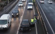 Un atasco de dos horas por un choque en cadena de siete coches en el túnel de Maliaño