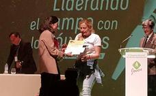 Marta García, número 2 de Cs, recibe el premio de cortometrajes de Asaja Joven