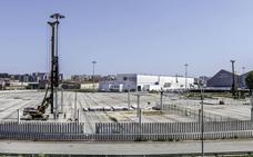 El consejero de Industria garantiza que Coated Solutions ampliará su planta en el Puerto de Santander