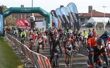 Más de medio millar de ciclistas participan en el 'Desafío Óscar Freire'