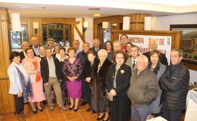 La Gala de Liébana y Peñarrubia homenajeó a doce matrimonios de la comarca