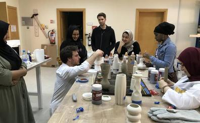 La pedagogía del atelier La Juntana destaca en la Bienal de Dahar