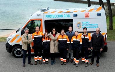 Los voluntarios de Protección Civil de Santander estrenan ambulancia
