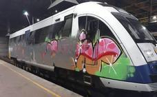 Tres vigilantes heridos al intentar retener a dos grafiteros en los talleres de Renfe en Santander