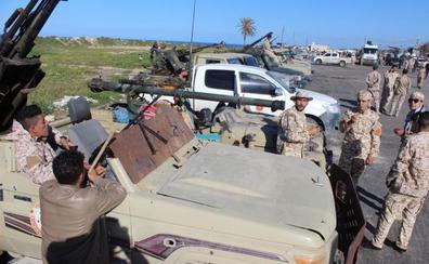 Miles de civiles huyen de la batalla por Trípoli