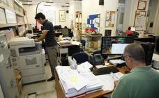 CCOO denuncia al Defensor del Pueblo la falta de regulación de la Relación de Puestos de Trabajo de Torrelavega