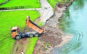 Las administraciones reconstruyen el paisaje de Cabezón tras la riada