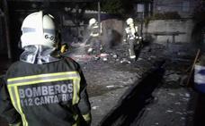 Un incendio calcina una caseta de un camping de Valdáliga