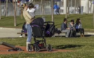 La mitad de las mujeres cántabras no tiene más hijos por razones laborales o económicas