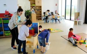 El centro cívico de Cazoña se transformará en una instalación artística para el Día del Libro