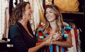 Paz Padilla y su hija triunfan en la apertura de su tienda de ropa en Zahara de los Atunes