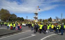 Los afectados por la alta tensión de Camargo y El Astillero piden que se archive el proyecto
