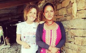 «No vuelvo a probar la leche de búfalo», dice Raquel García desde Nepal en esta carta