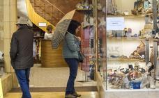 Una jornada «con más paseantes que clientes» pasa factura a los comerciantes