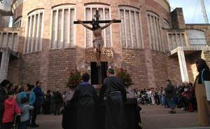 Torrelavega vive una procesión de Viernes Santo autorizada después de 52 años