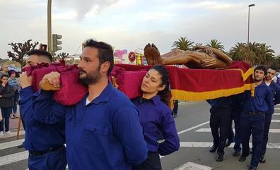 San Vicente celebró la procesión del Santo Entierro con nuevo recorrido