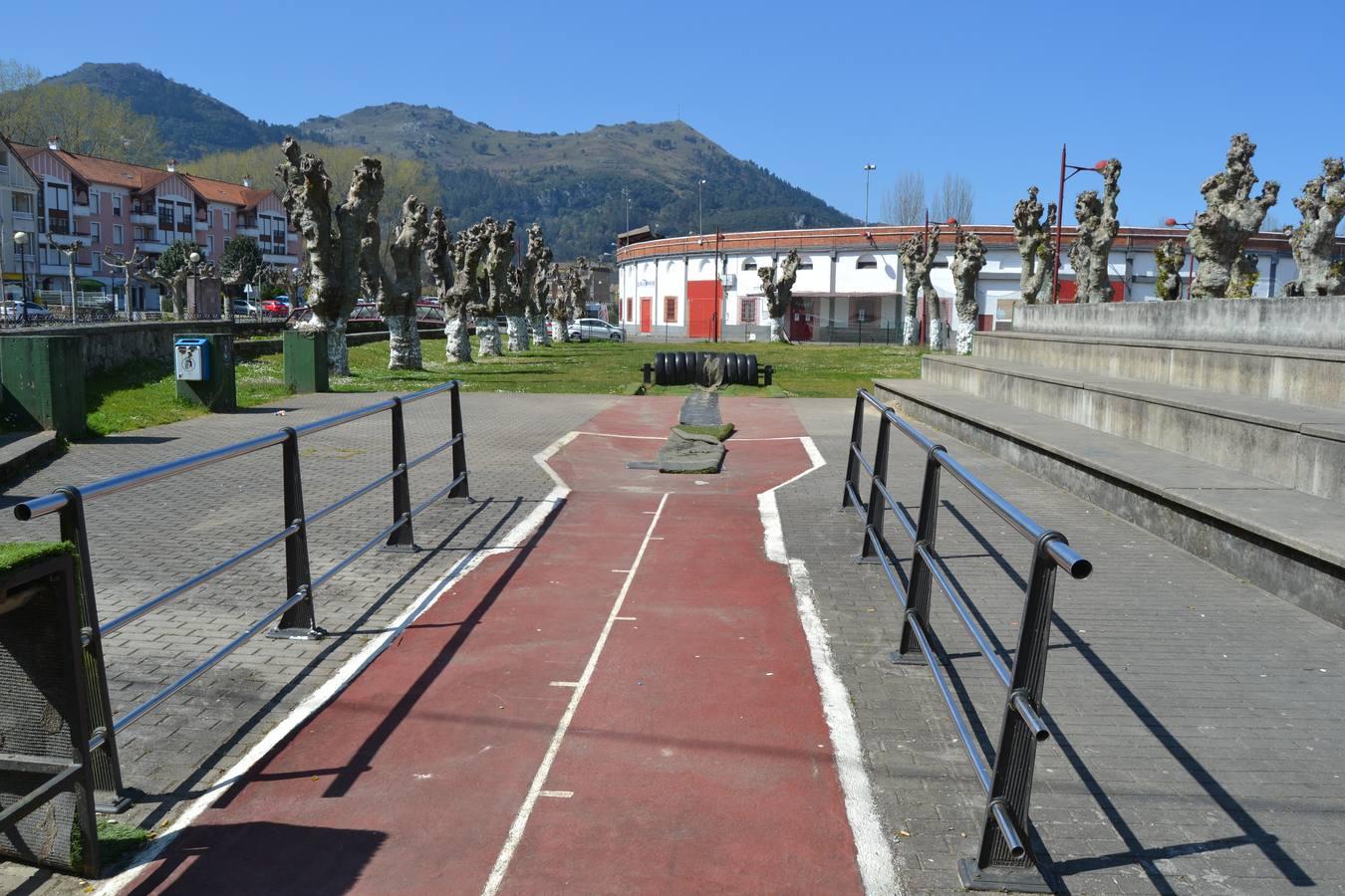 El Ayuntamiento de Ampuero inicia los trabajos para cubrir la bolera de La Nogalera