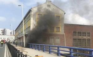 Se queman unas naves cerradas de FEVE en Santander