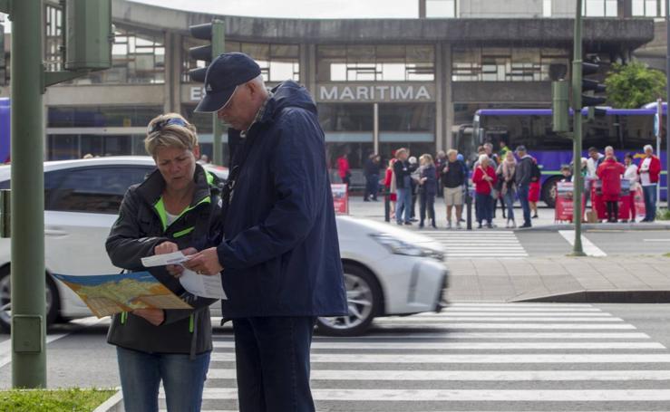 Santander recibe a los más de 2.500 cruceristas del 'AidaSol'