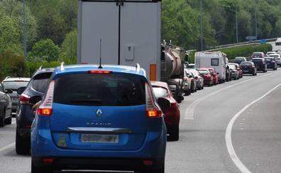 Cerca de 10 kilómetros de retenciones en la A-8, entre Laredo y Castro, en dirección a Bilbao