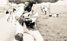 El virtuoso guitarrista Vieux Farka Touré llega este viernes a Santander