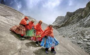 Así son las cholitas escaladoras: del «ustedes no pueden» de sus maridos a pensar en el Everest