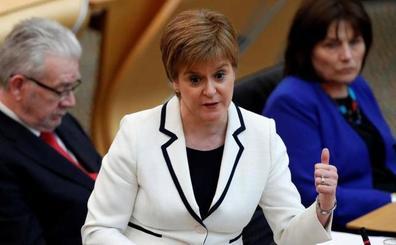 Sturgeon reaviva el fantasma del referéndum por la independencia de Escocia