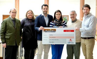 Cáritas recibe la aportación solidaria de 3.000 euros del Circo de los Horrores