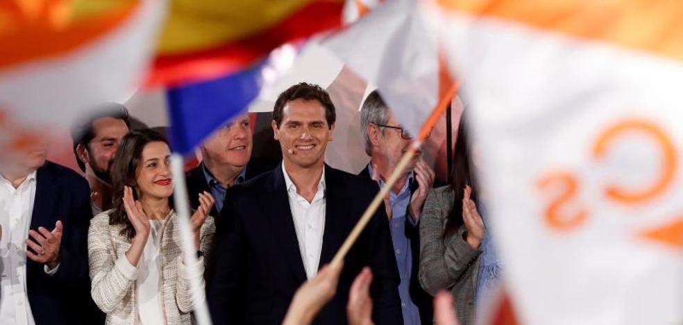 «La mala noticia es que Sánchez gobernará con Podemos y los nacionalistas», anticipa Rivera
