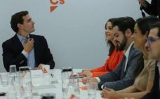 Rivera aprovecha la debacle del PP y se reivindica como líder de la oposición