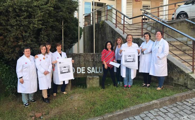 Enfermeros concentrados a las puertas de los centros de salud de Cantabria