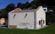 La batería alta de San Martín de Santoña sufre continuos actos vandálicos y expolios
