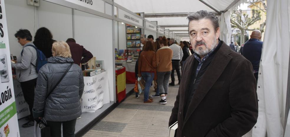 Karmelo Iribarren: «La gente no es muy solidaria en esto de la poesía»