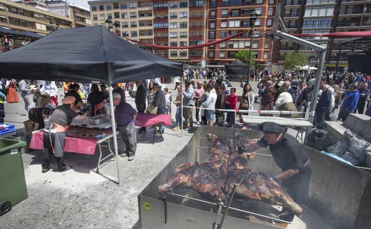 Un mercadillo, un desfile, una comida popular y teatro y danza, para honrar al héroe Velarde en Camargo