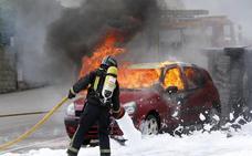 Así trabajan los bomberos de Torrelavega
