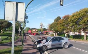 Fallece un hombre tras ser embestido su coche en un semáforo en Escalante