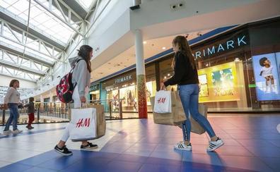 La moda de comprar la ropa en el supermercado