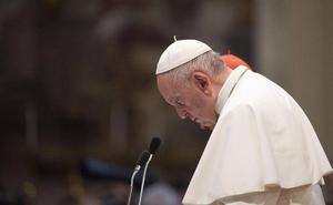 El limosnero del Papa restablece la luz en un edificio 'okupa'